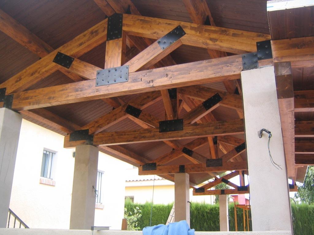 Tejados de madera laminada opci n perfecta incofusta for Tejados de madera barcelona