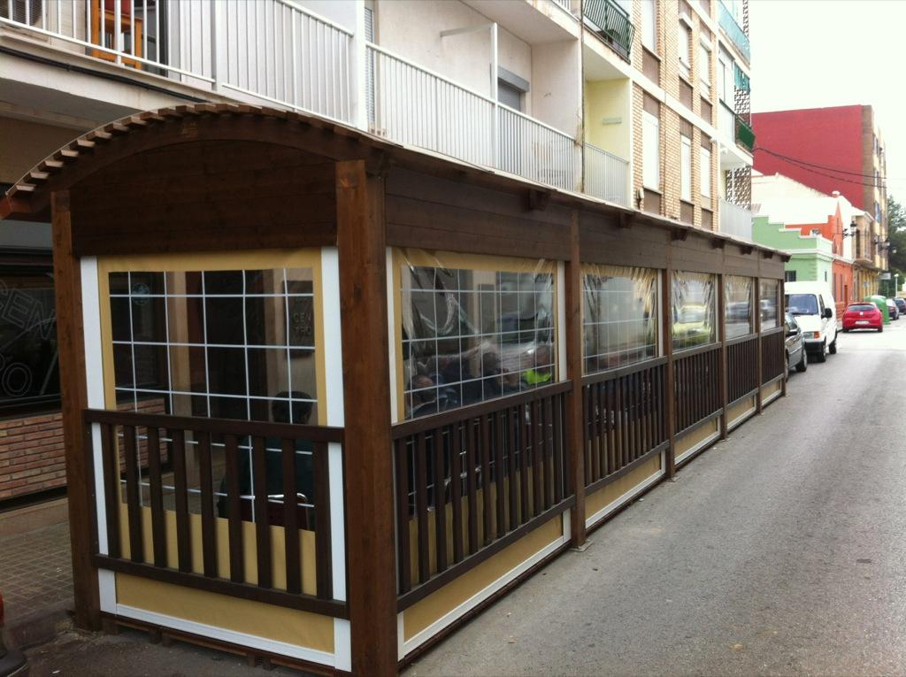 D nde est n los kioskos de madera incofusta for Kioscos bares de madera somos fabricantes