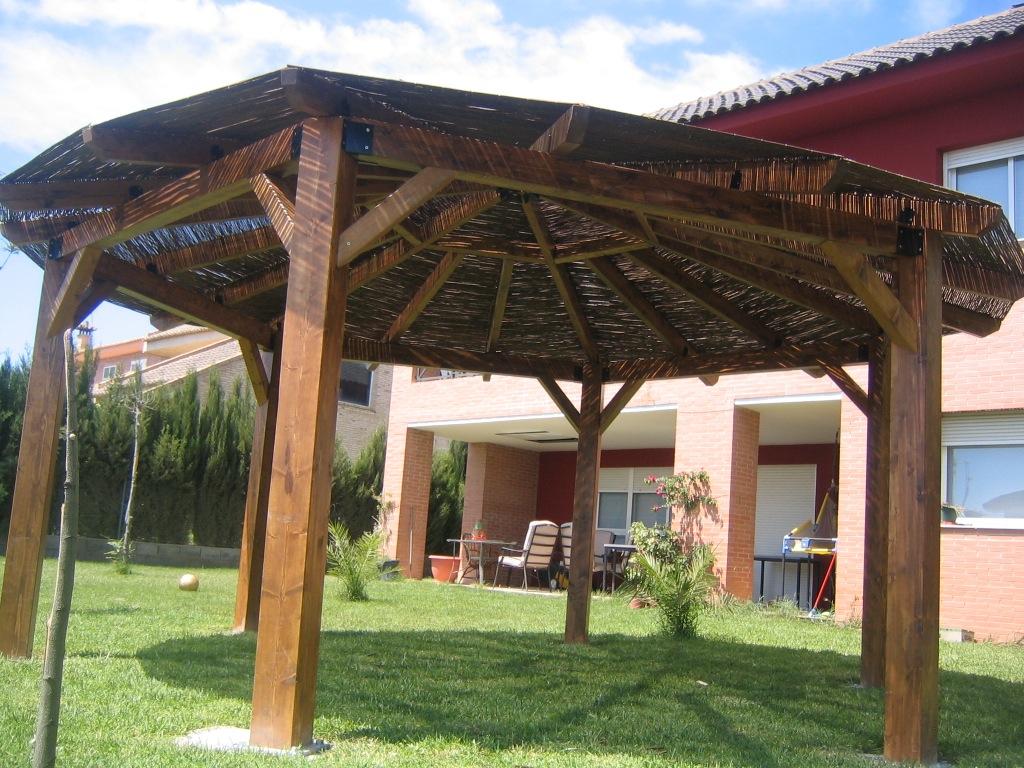 Disfruta de tu jard n con una buena p rgola de madera incofusta fabrica de madera en valencia - Pergolas baratas para jardin ...