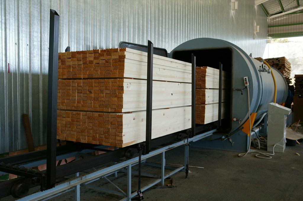 Tratamiento en autoclave incofusta fabrica de madera en - Tratamientos para la madera ...