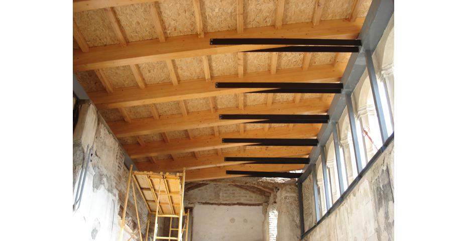 Tejados de madera laminada opci n perfecta incofusta for Montaje tejados de madera