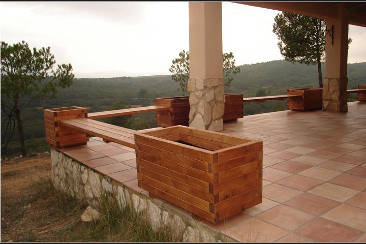 Macetero de madera madera artesanal estrucmader for Jardineras de madera para exterior