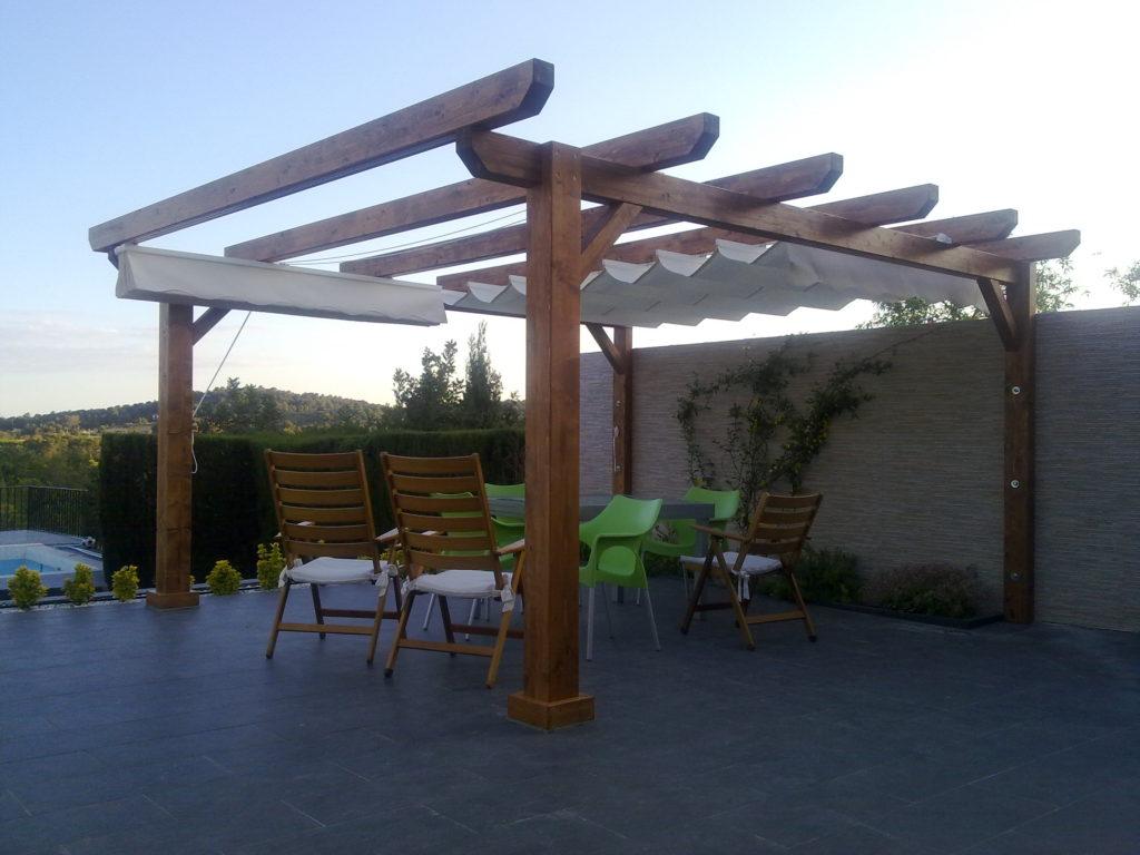 pergola de madera en jardín incofusta